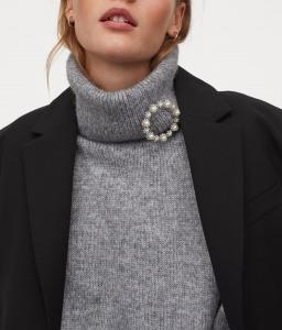 h&m brooch sweater